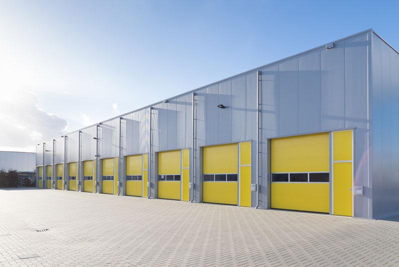 nowoczesna hala przemysłowa - bramy
